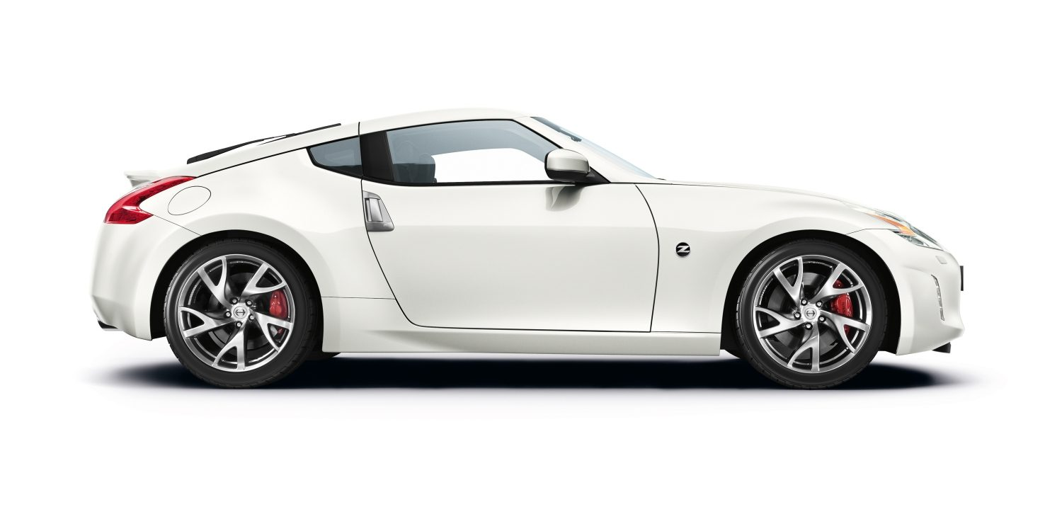 Nissan 370Z alb perlat - Imagine din față - lateral