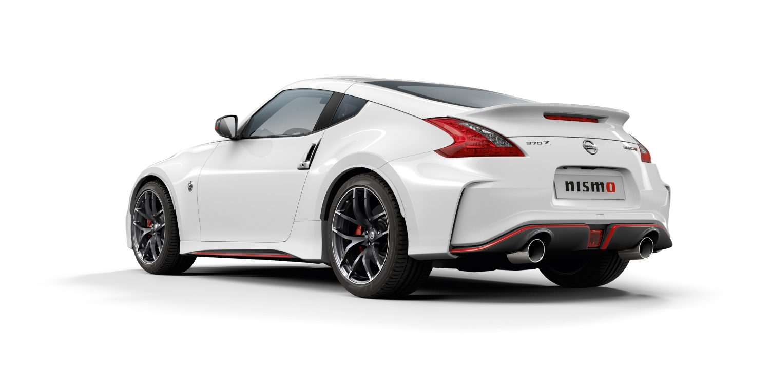 NISSAN 370Z COUPÉ Brilliant White – 7/8 Hinteransicht