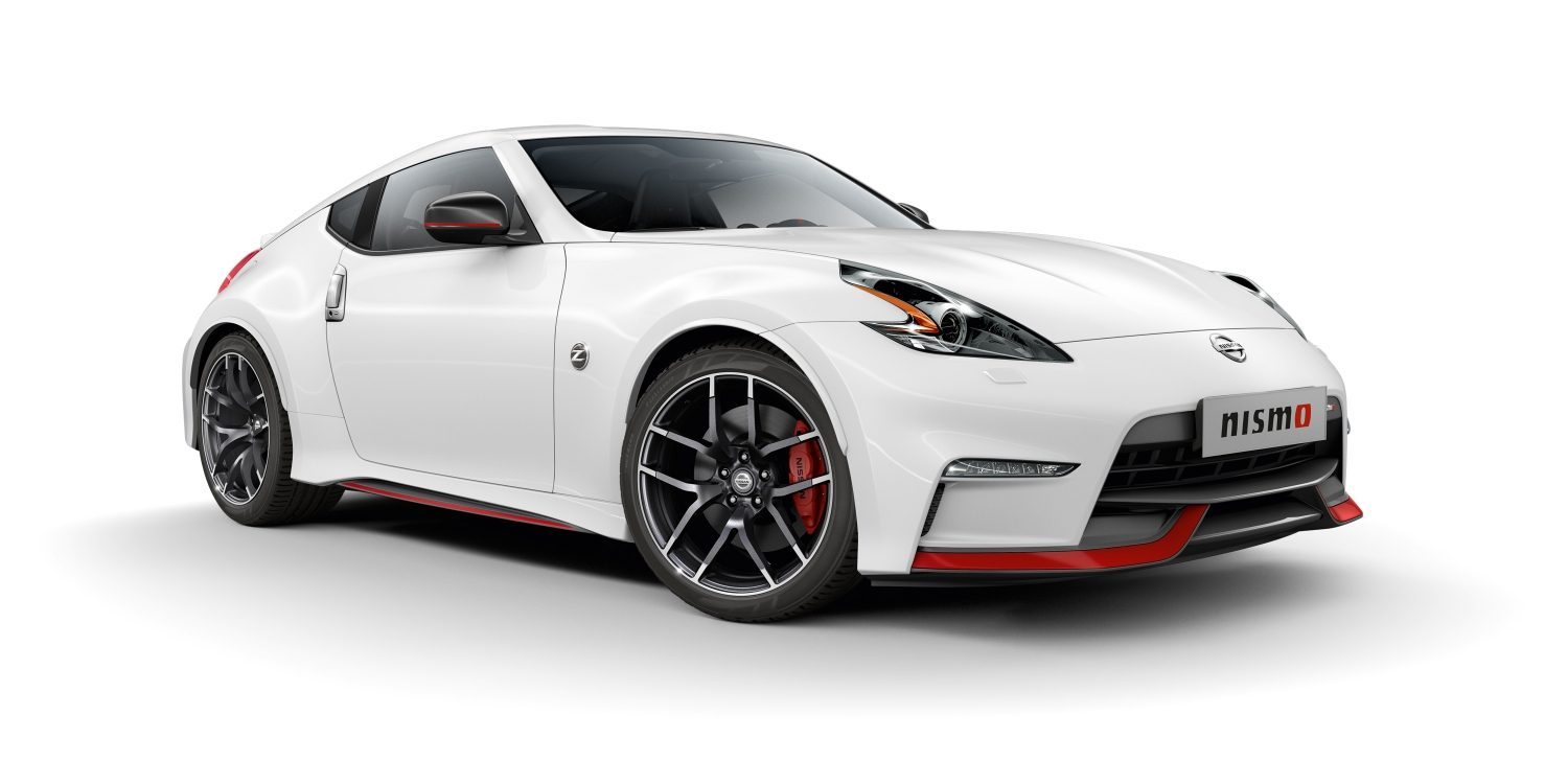 NISSAN 370Z COUPÉ – Brilliant White – Vista frontale 3/4