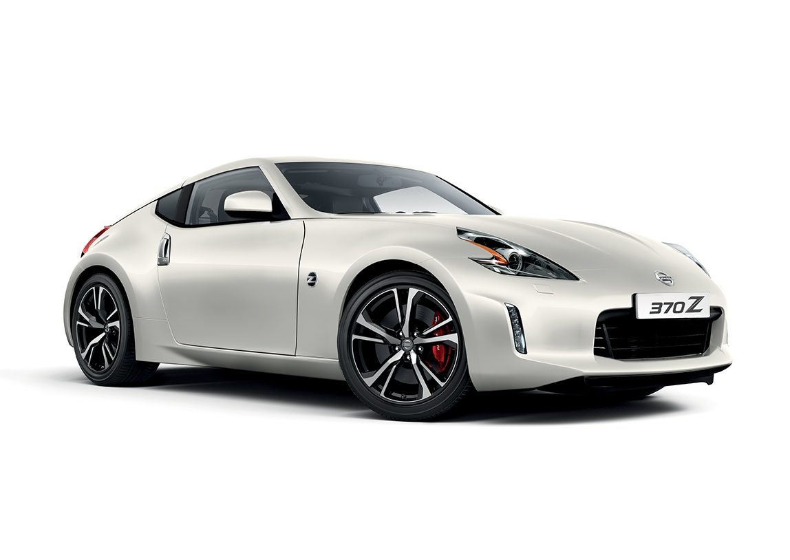Nissan 370z Coupe - 3/4 front view