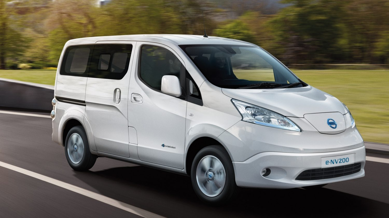 New Nissan e-NV200 COMBI driving outside the city