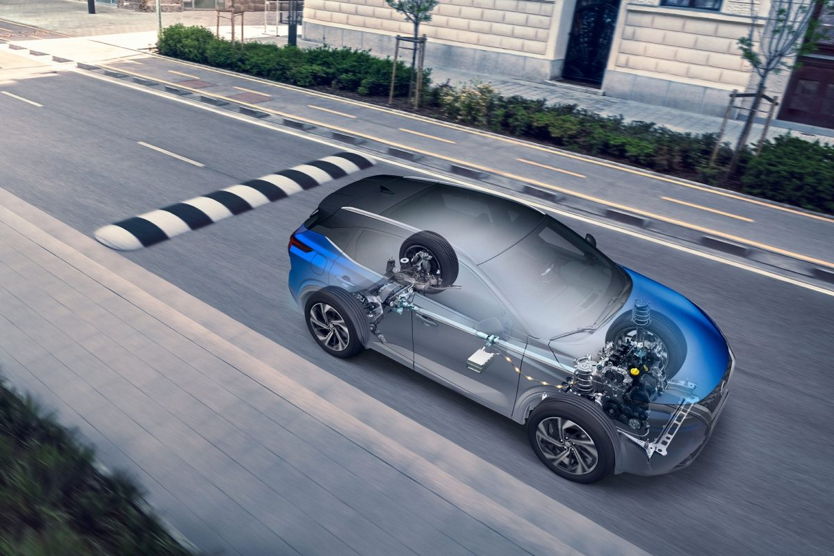 Nissan QQ Billede af motor i gennemsigtig, kørende bil