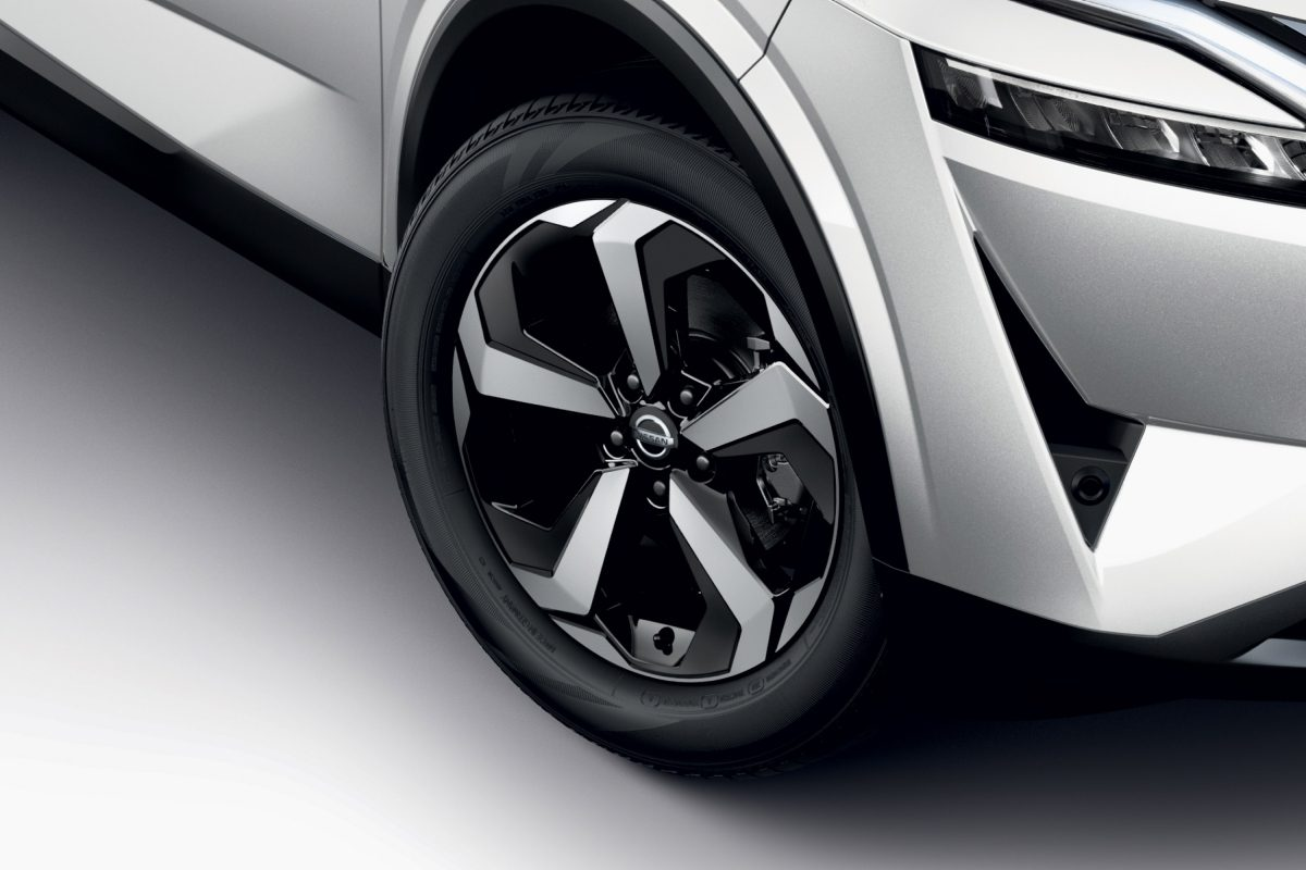 Nissan QQ alloy wheel shot