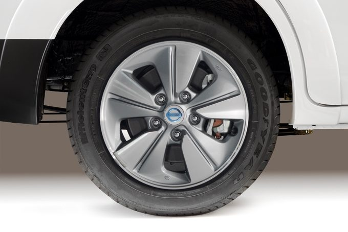 Nissan e-NV200 - OE wheels covers
