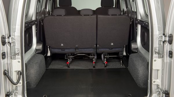 Nissan e-NV200 - cargo area with rear rows of seats