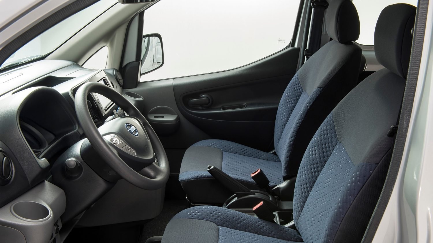 Nissan e-NV200 - Front interior view