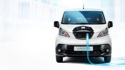 Nissan e-NV200 - Front angle of e-NV200 charging