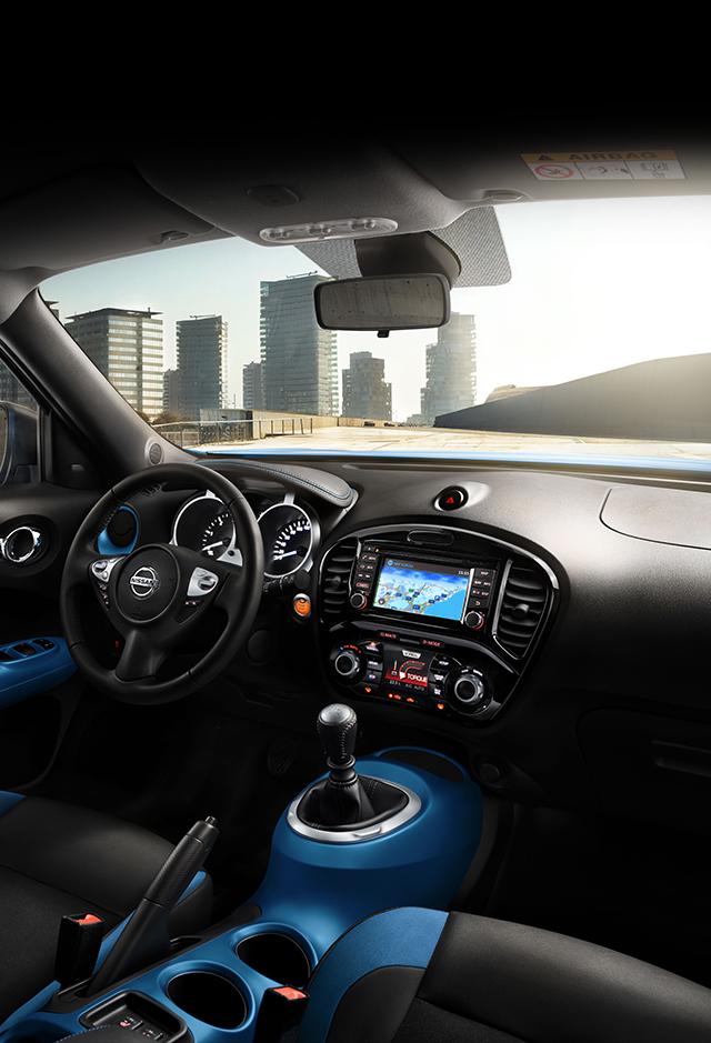 Nissan JUKE 2018: интерьер с элементами персонализации синего цвета