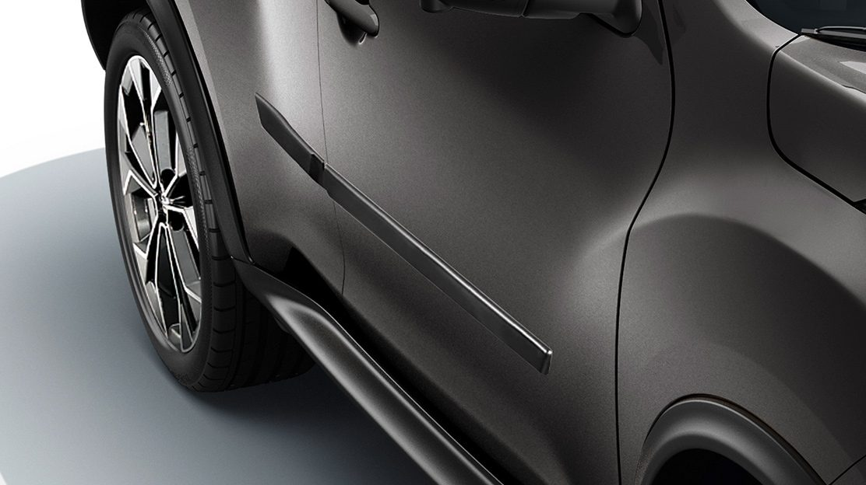 Nissan JUKE 2018: боковые молдинги