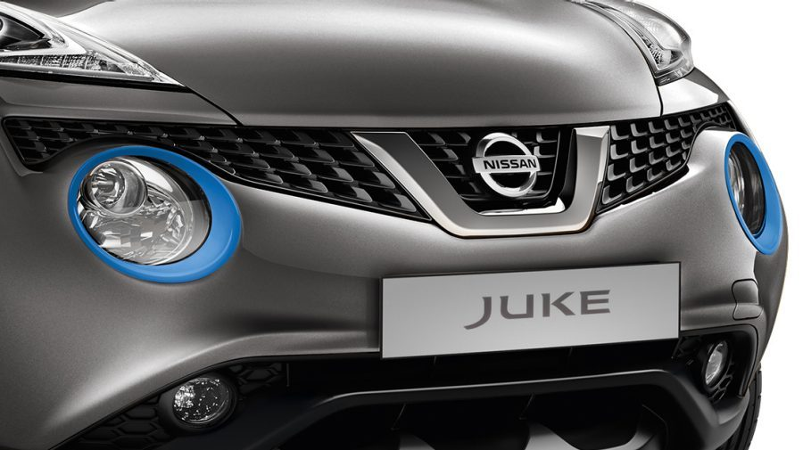 Nissan JUKE 2018, embellecedores de los faros en power blue