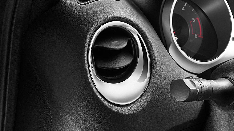 Nissan JUKE 2018: хромированные вставки для интерьера