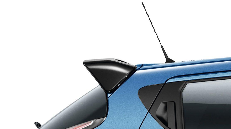 Nissan JUKE 2018: спойлер на крыше, черного цвета Enigma Black