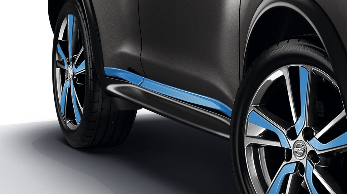 2018 Nissan JUKE side door sills power blue