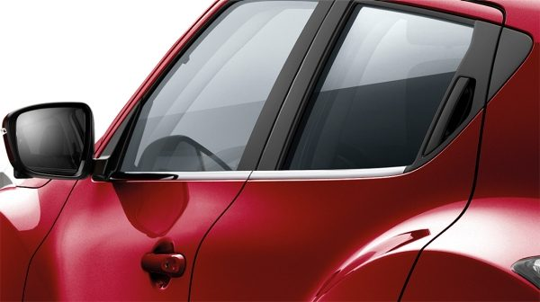2018 Nissan JUKE side window finisher chrome