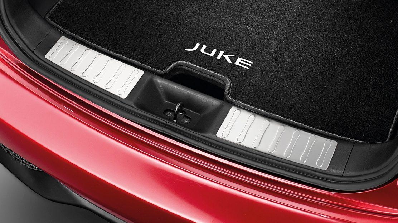 Nissan JUKE 2018: накладка на порог багажника
