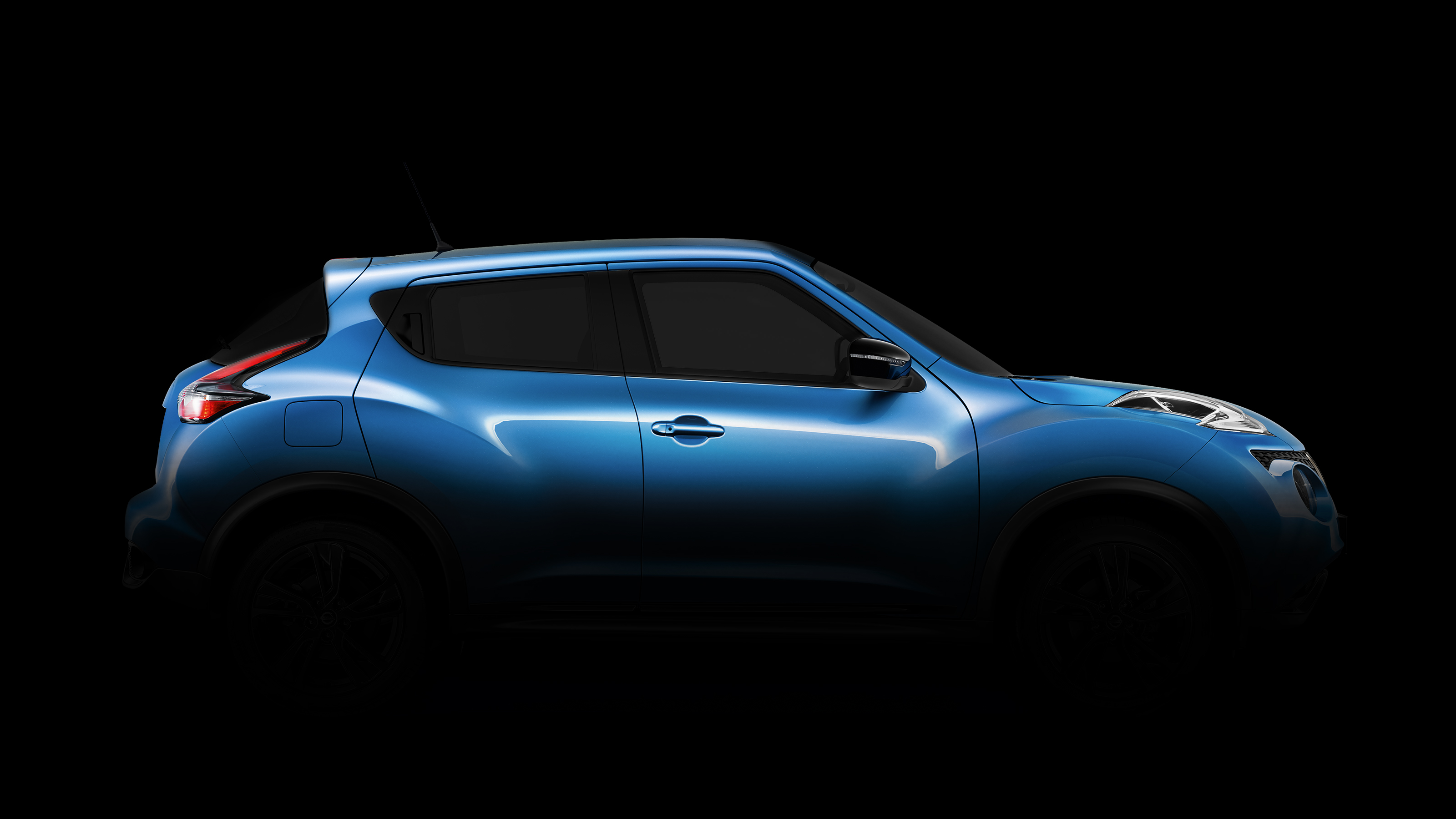 2018 Nissan JUKE profile blue in the dark