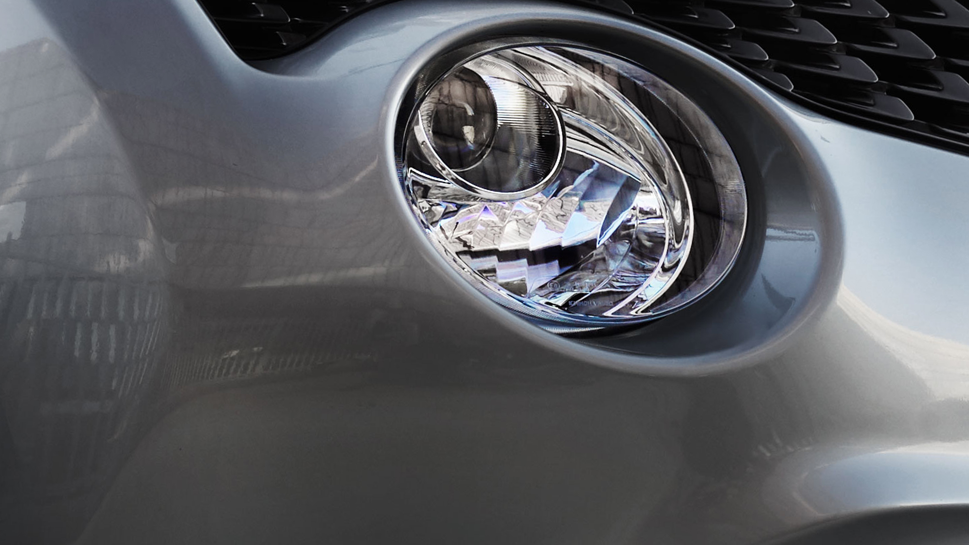 2018 Nissan JUKE headlamp detail shot
