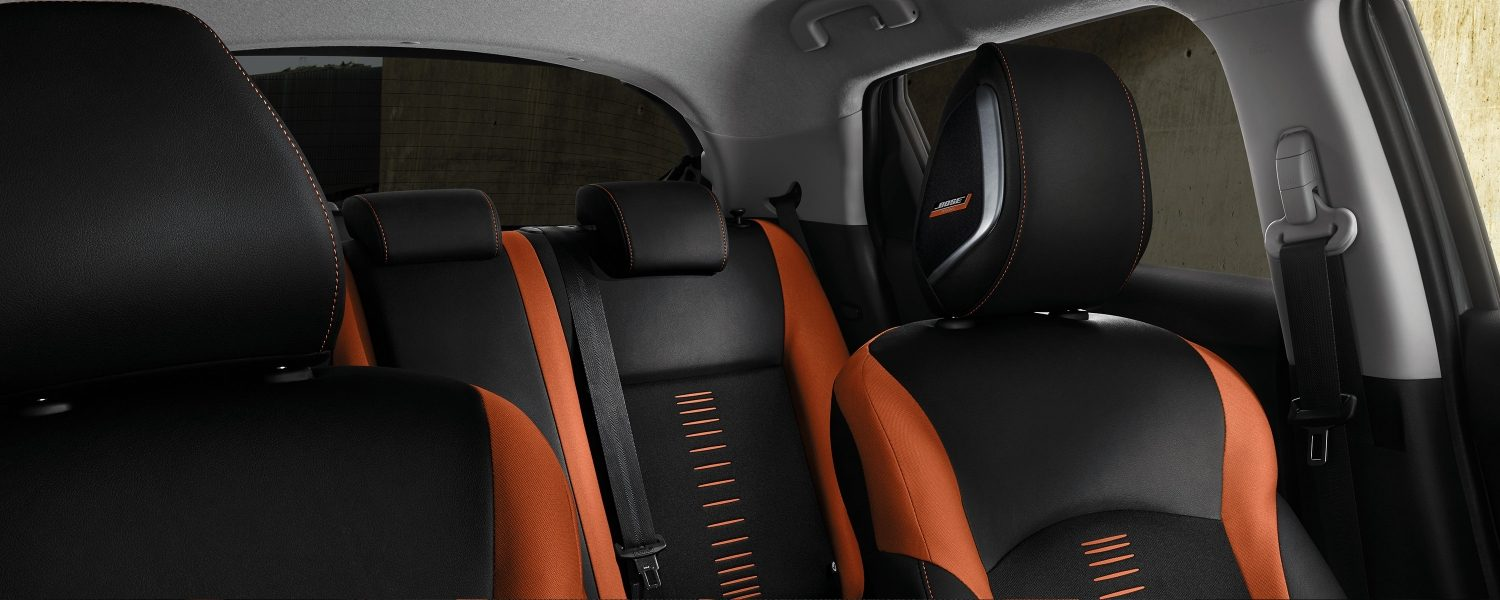 Nissan JUKE 2018, interior con tapicería en energy orange