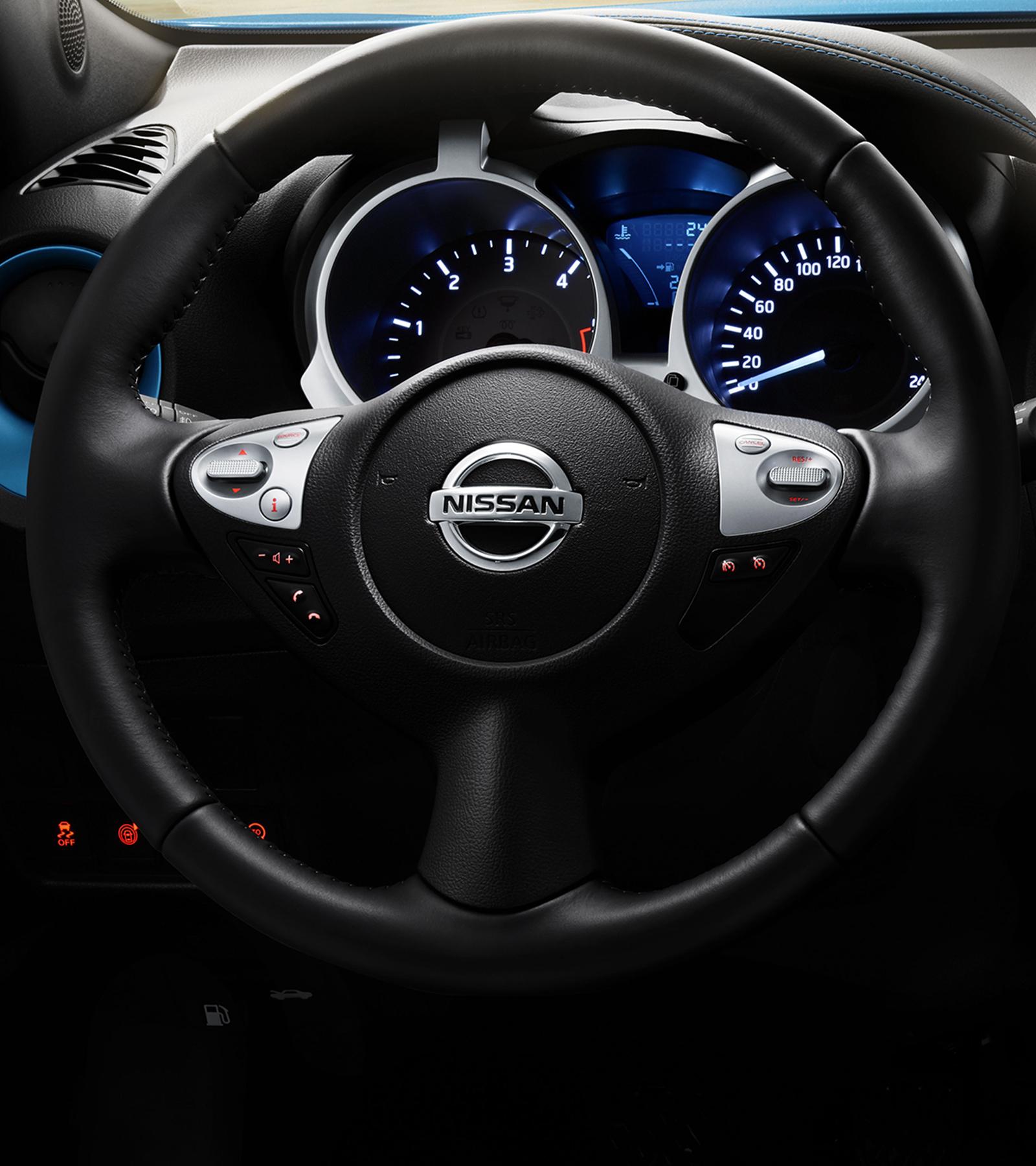 Nissan JUKE2018: рулевое колесо крупным планом