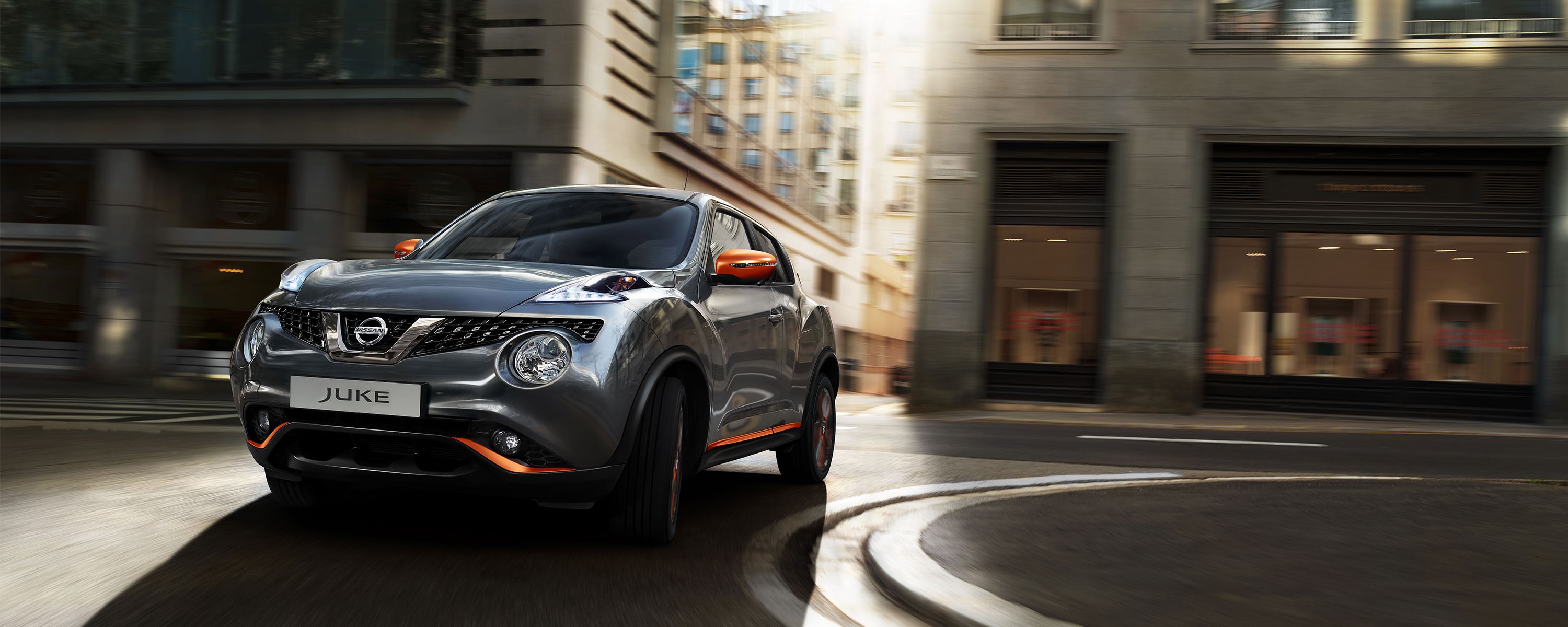 2018 Nissan JUKE front driving shot in a curve in city