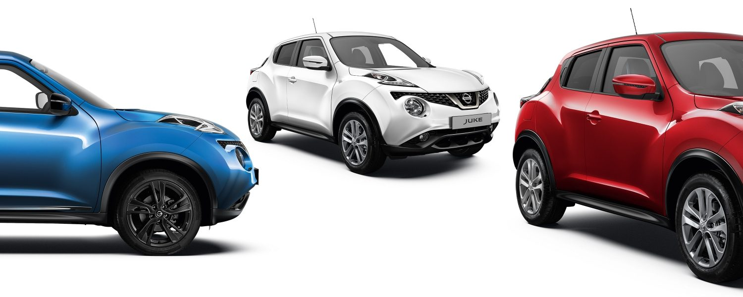 2018 Nissan JUKE packshots composition with blue profile, white 3/4 front and red 3/4 front