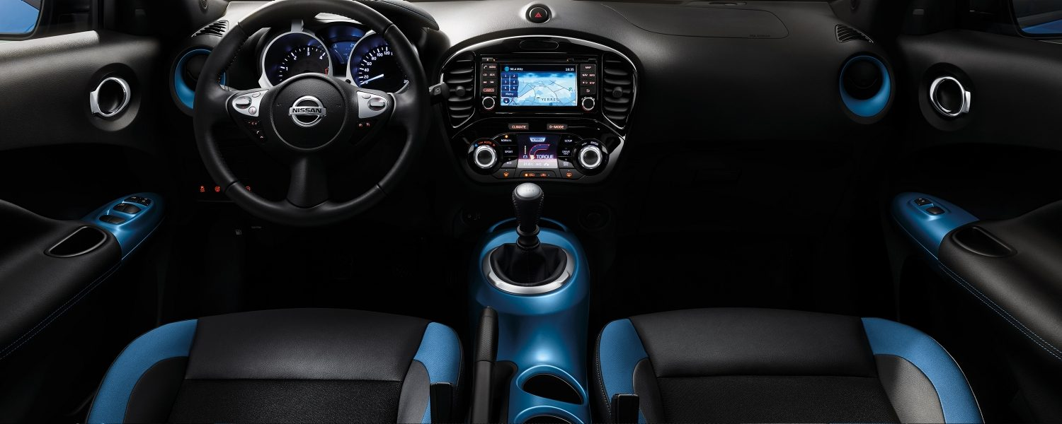 Nissan JUKE 2018 interieur met gepersonaliseerde power blue