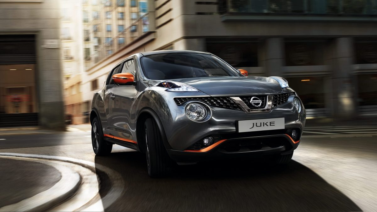 2018 Nissan JUKE driving shot in city in a curve