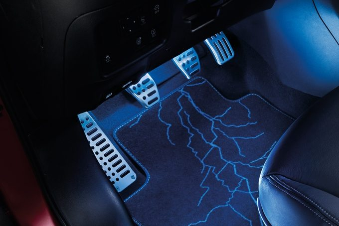 Nissan Juke - Interior - Sports pedals including foot rest