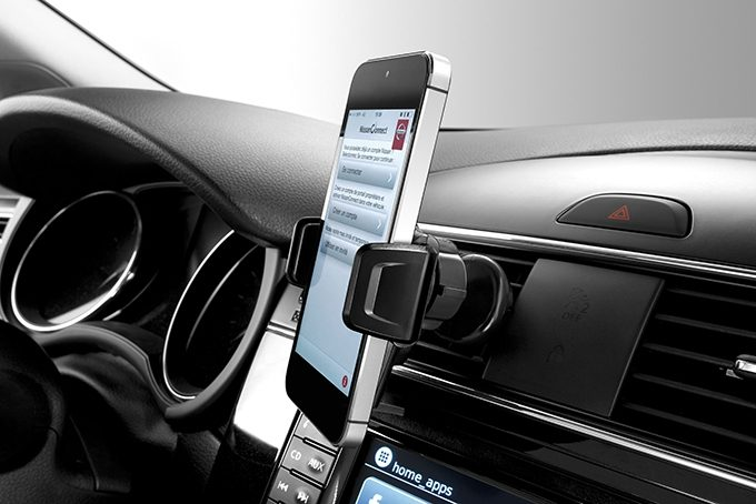 Nissan Juke - Interior - Smartphone holder push air