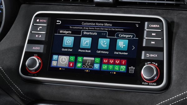 Foto des NissanConnect Multi-Touch-Display im NISSAN MICRA N-SPORT