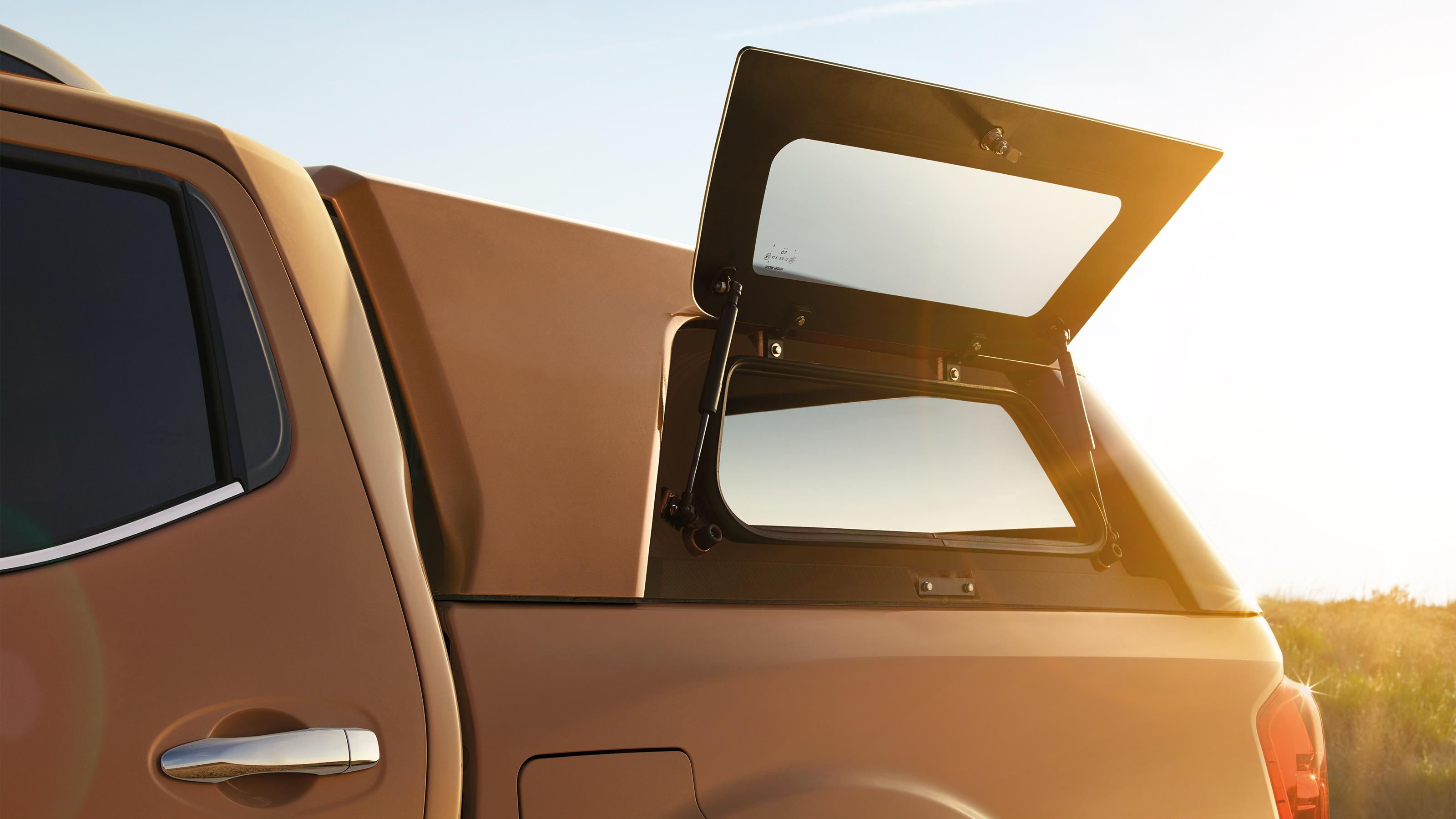 fabrication habile Pré-commander style actuel Nissan NAVARA 2018 | Accessoires et options | Nissan
