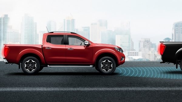 Nissan Navara illustration of forward emergency braking