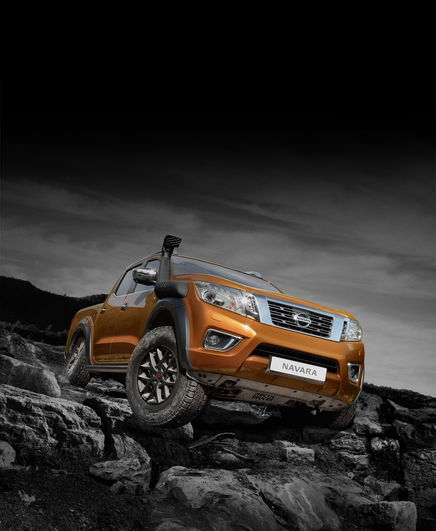 Nissan Navara off-roader AT32 driving on rocks