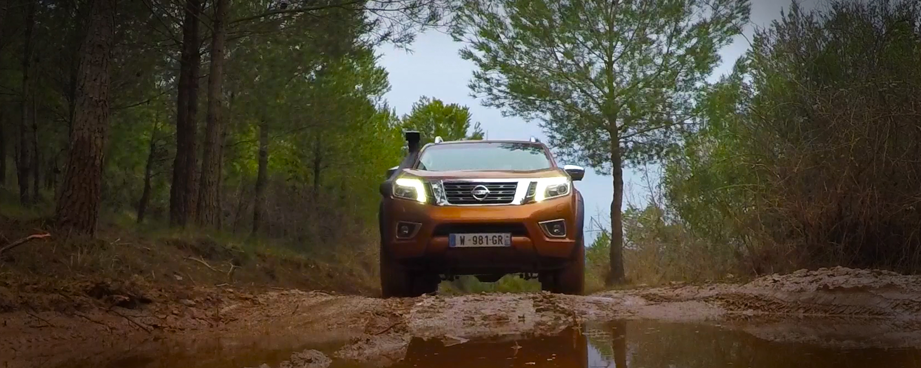 Nowy Nissan Navara off-roader at32, banner