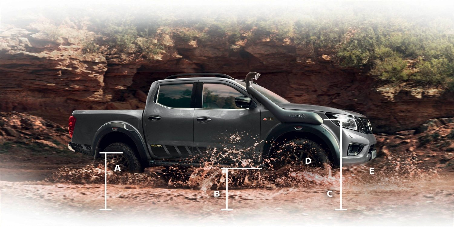 Vue de profil du Nouveau Nissan NAVARA off-roader at32 pick-up avec dimensions