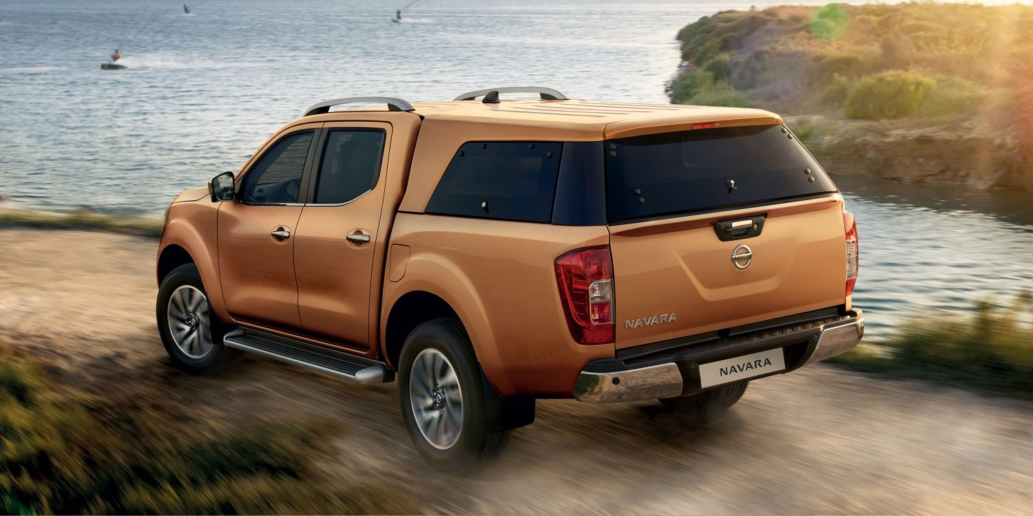 Nissan NP300 Navara Earth Bronze – Στατική άποψη 3/4