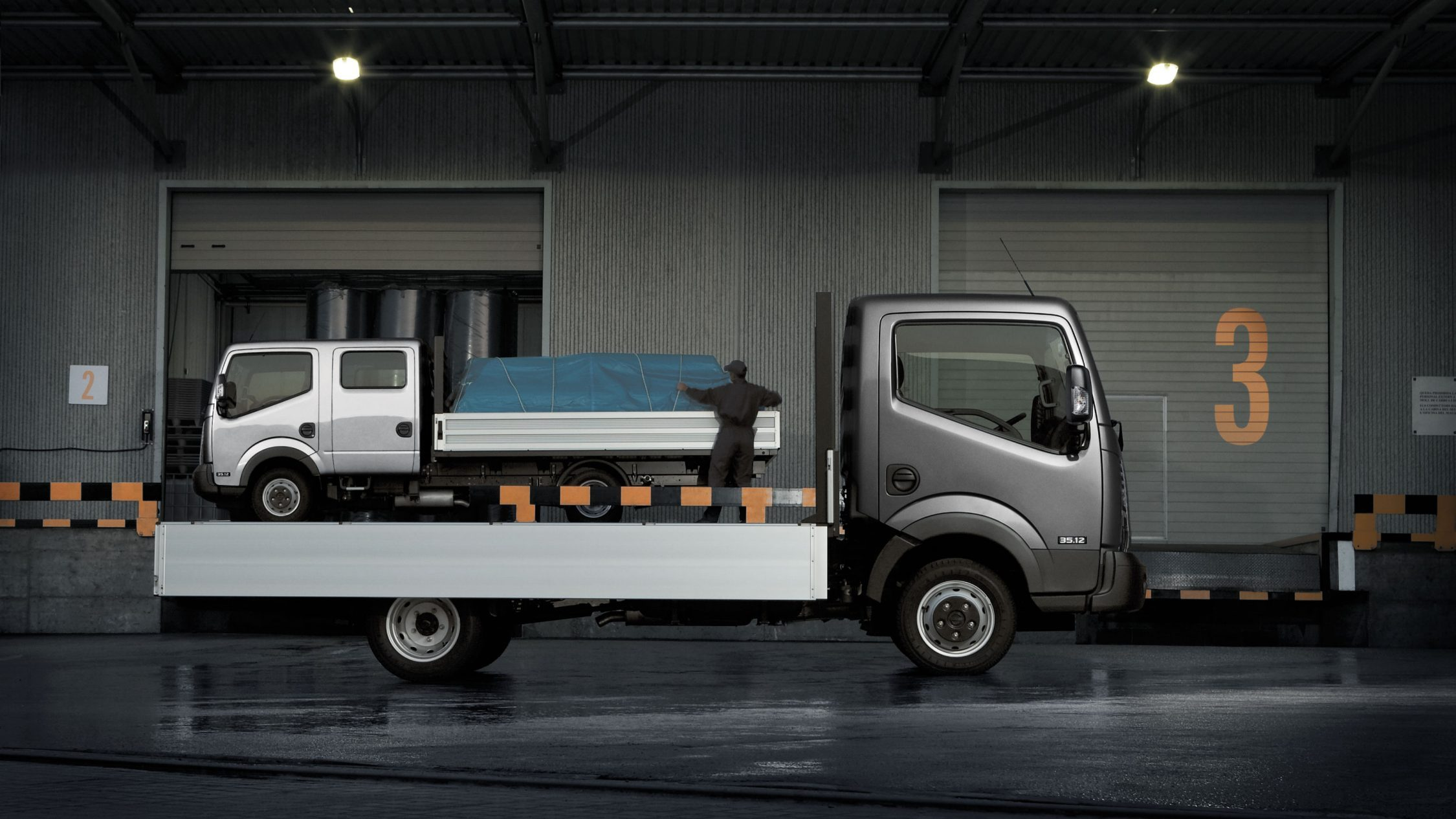 Nissan NT400 CABSTAR - Versions Simple et Double cabine