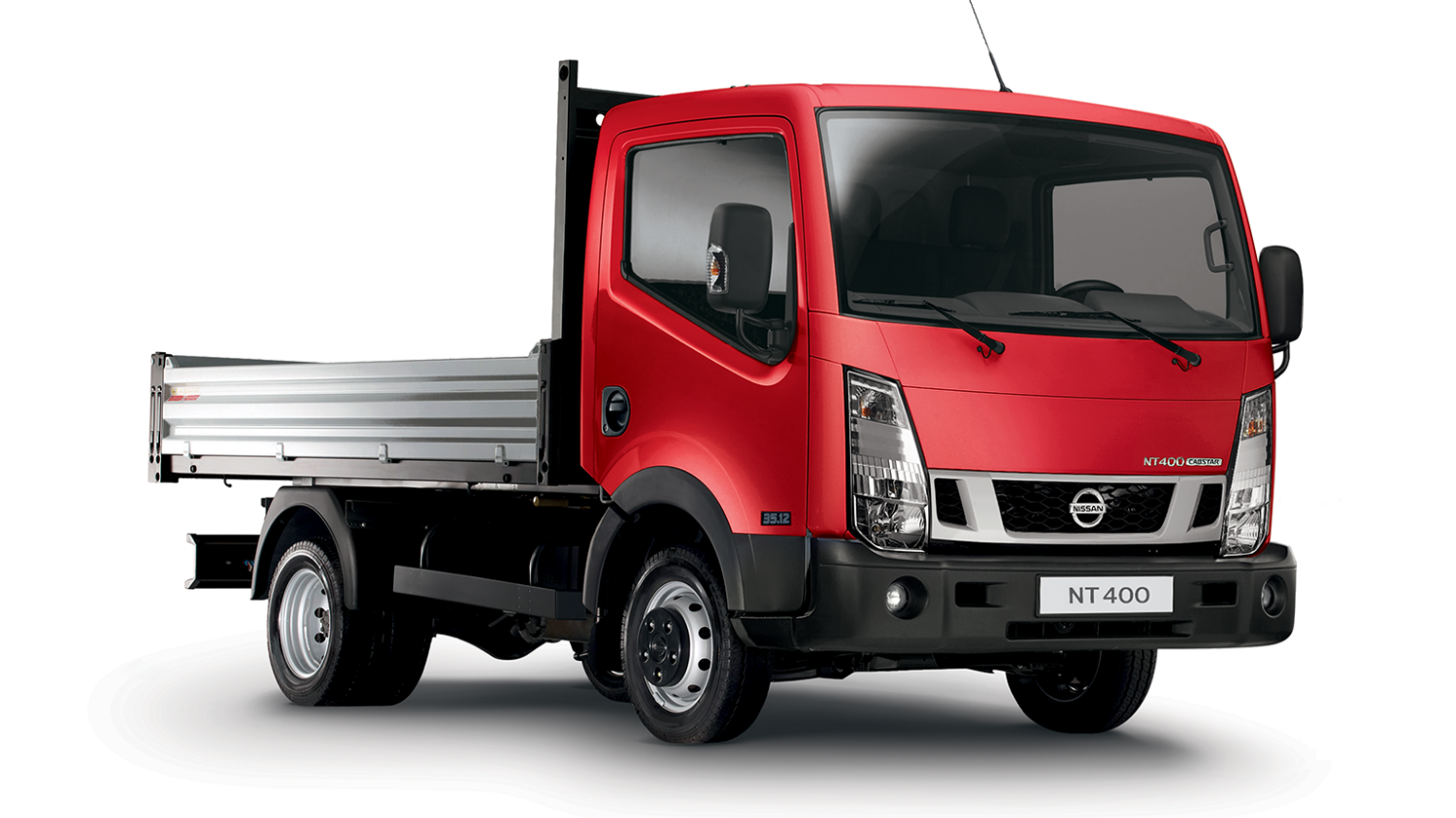 Nissan NT400 Cabstar - 3/4 front view
