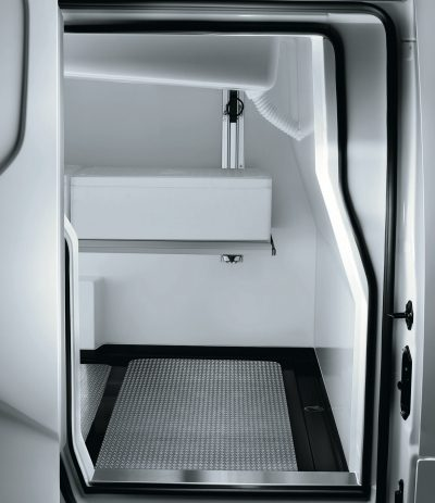 Nissan NV200 - Half-height horizontal partition