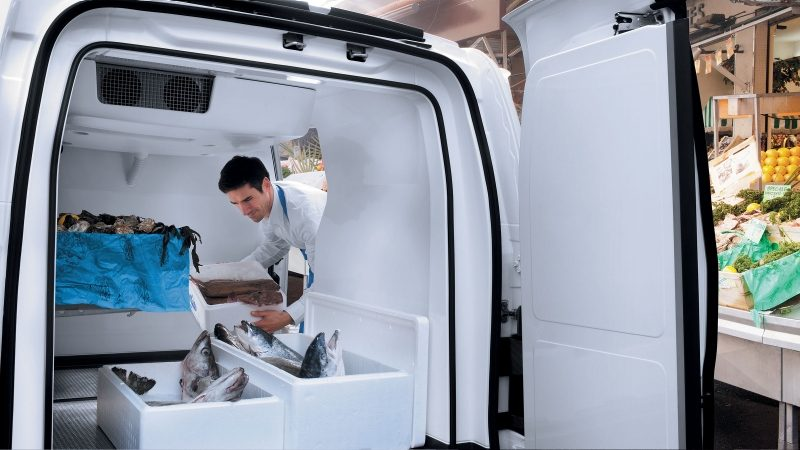 Nissan NV200 - filling cargo space