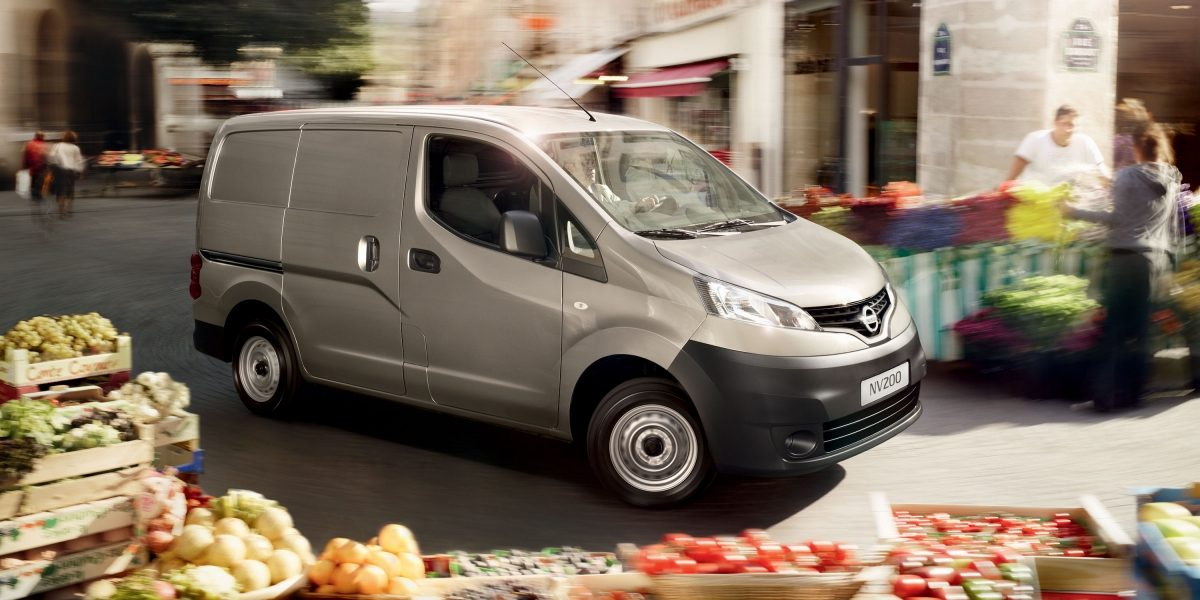 Nissan NV200 - 3/4 front view while driving