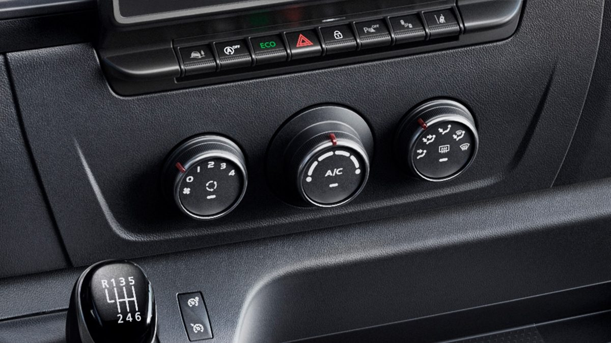 Nissan NV400 - Radio and Climate control