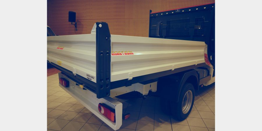 nv400-tipper-side-and-rear-panel