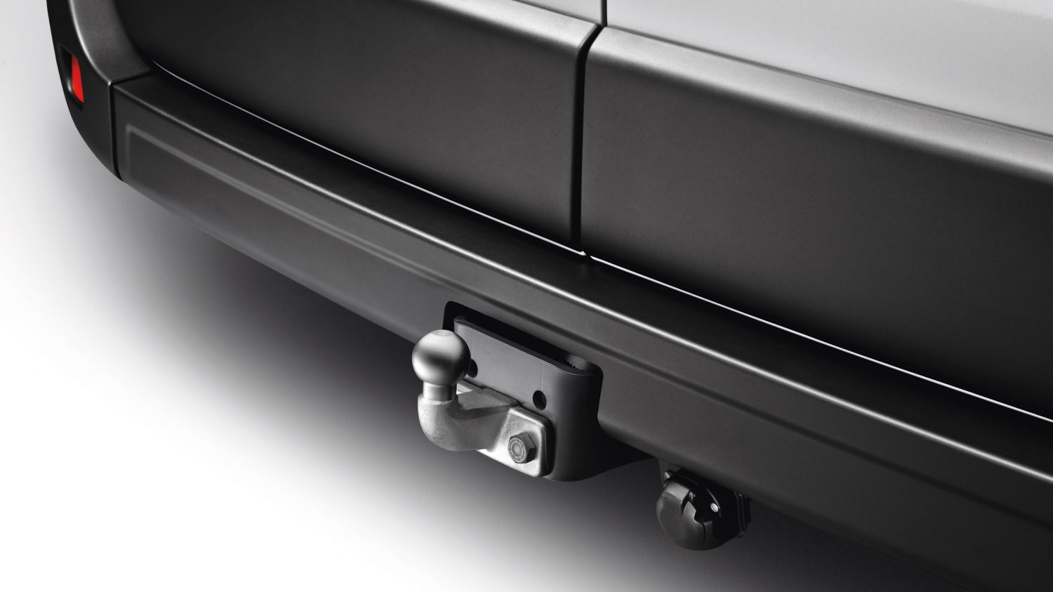 Nissan NV400 | Optional towbars