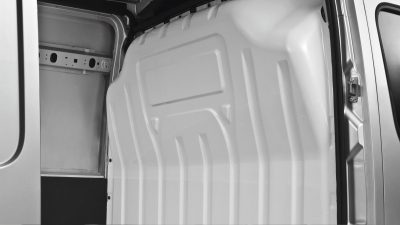 Nissan NV400 - Interior full-steel bulkhead protects