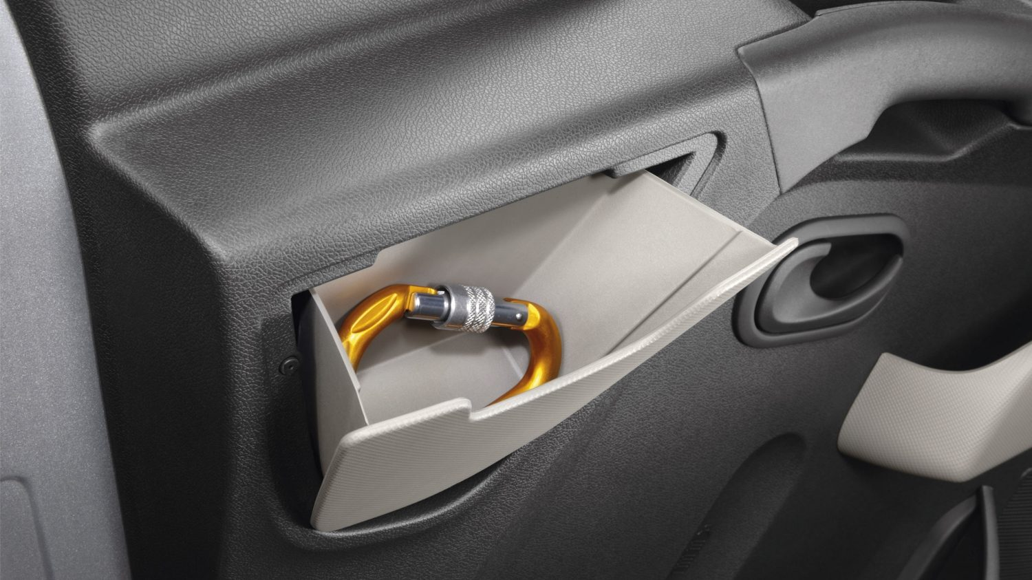 Nissan NV400 - Third pocket in the door