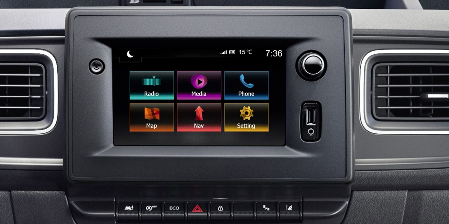 Nissan NV400 - Radio CD and climate control