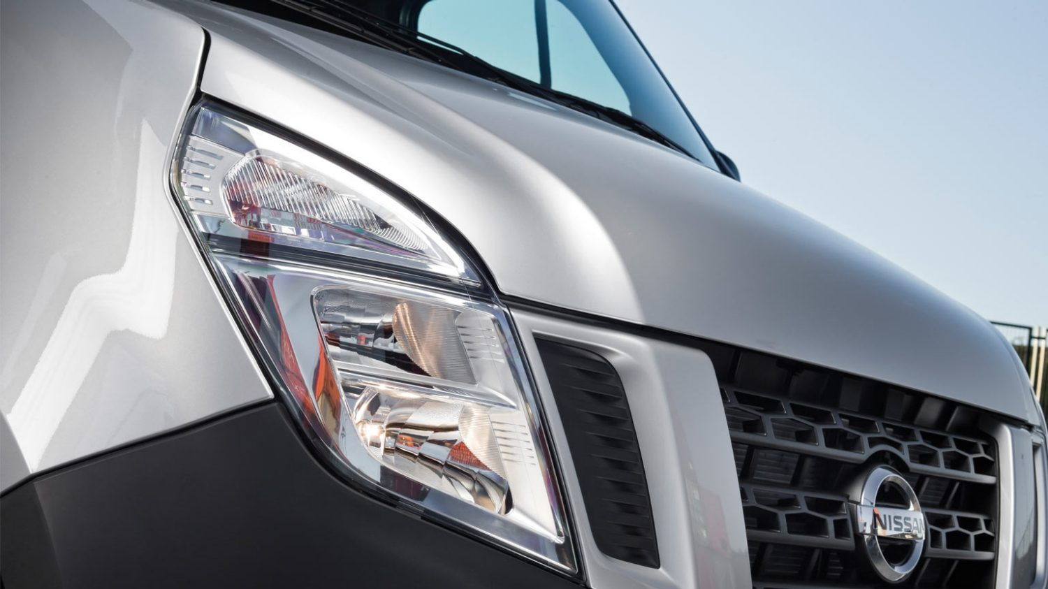 Nissan NV400 - Spacial and practical - Auto-dip headlamps
