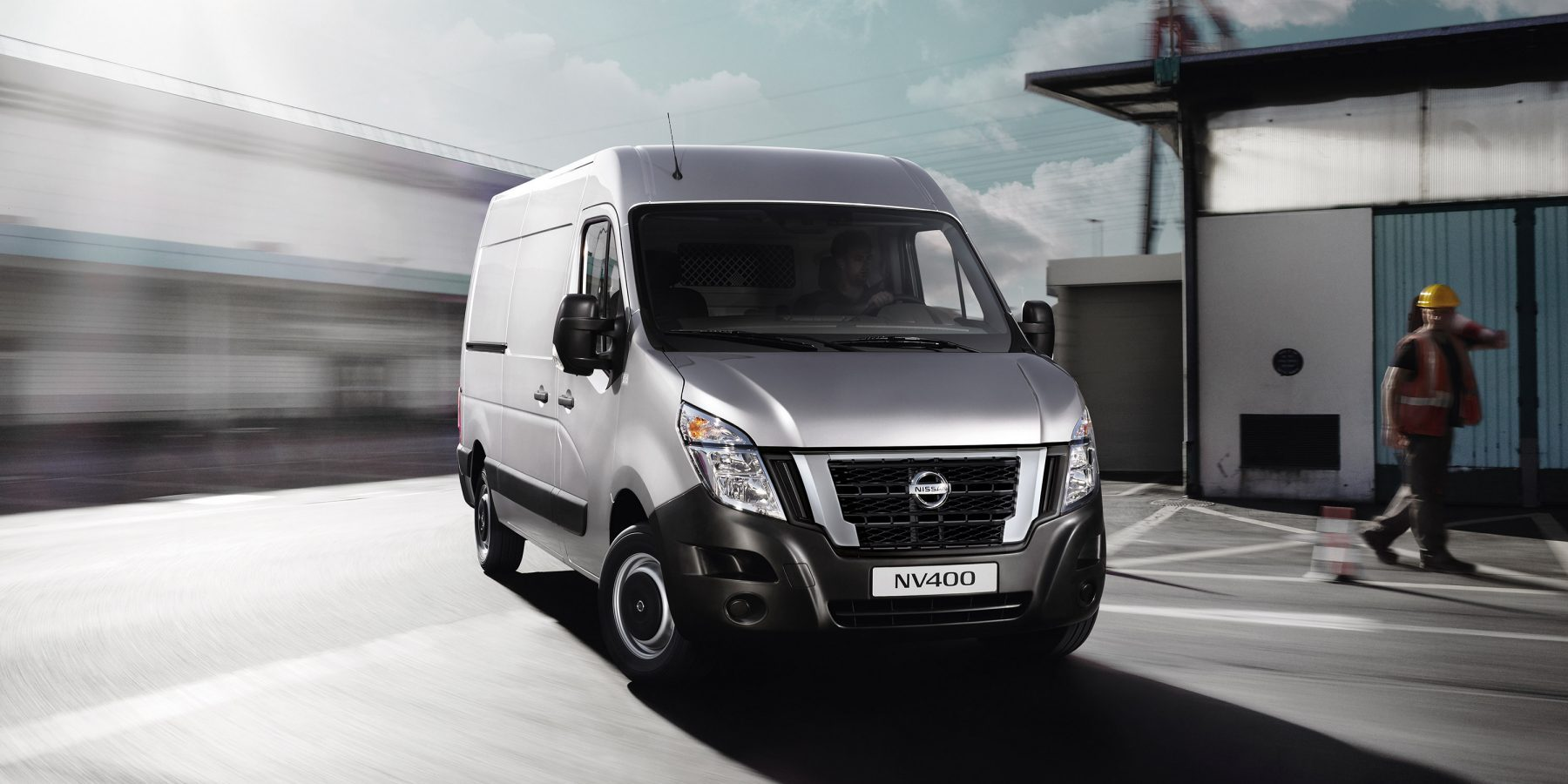 Nissan NV400 - Pearl white 3/4 front view