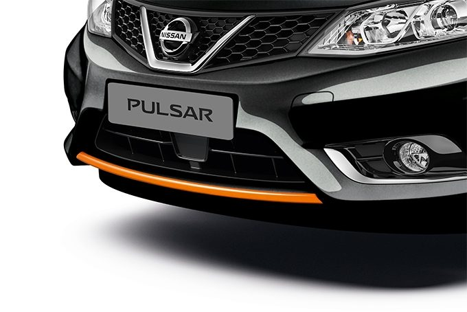 Nissan Pulsar hatchback - Front lip finisher